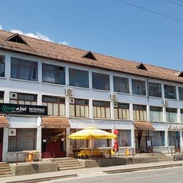 Rostul de dimineață: Minune… Într-o comună din Bistrița-Năsăud oamenii merg la coasă cu taxiul…