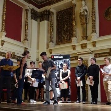 VIDEO: Nici în vacanță nu renunță la concursuri și premii! Un tânăr din Bistrița, între elitele de la Viena
