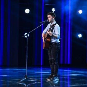 """VIDEO:  Un bistrițean a făcut senzație, cu vocea și chitara lui, la X Factor! """"Un timbru vocal special!"""""""