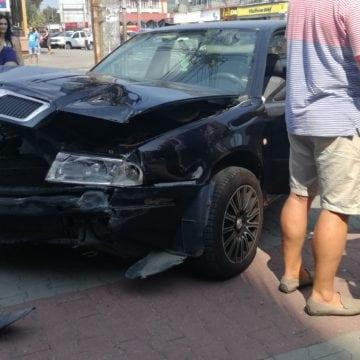 FOTO: Accident cu trei autoturisme pe Bulevardul Decebal. Două persoane au ajuns la spital