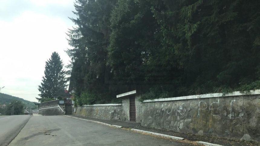 """FOTO – Mesaj """"obscen"""" pe gardul casei memoriale a lui Liviu Rebreanu. Cum a ajuns muzeul să se bucure de atenție națională"""
