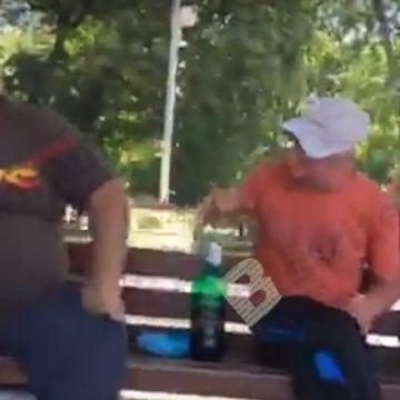 FOTO/VIDEO: Domnu' nenea polițist, pot să beau bere în parc? Doar când crești mare și te angajezi la Primărie!