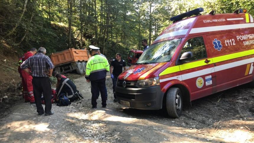 FOTO: Grav accident, pe Valea Anieșului. Un bărbat a murit