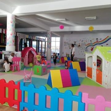 FOTO – ALTCEVA! Kiddino, spațiul unde copilul tău își poate face temele, se poate juca sau petrece cu prietenii