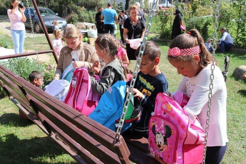 FOTO:  Cadouri din Spania, pentru copiii din Hălmăsău!
