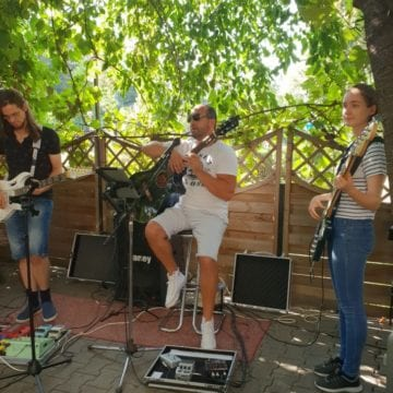 Karaoke cu Acustring's Band, vineri seara la Taverna Dogarilor! Organizatorii au pregătit premii tentante!