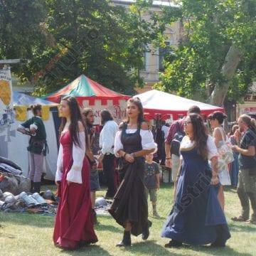 FOTO:  Atmosfera medievală a pus stăpânire pe Bistrița! Minunății și bunătăți în inima orașului
