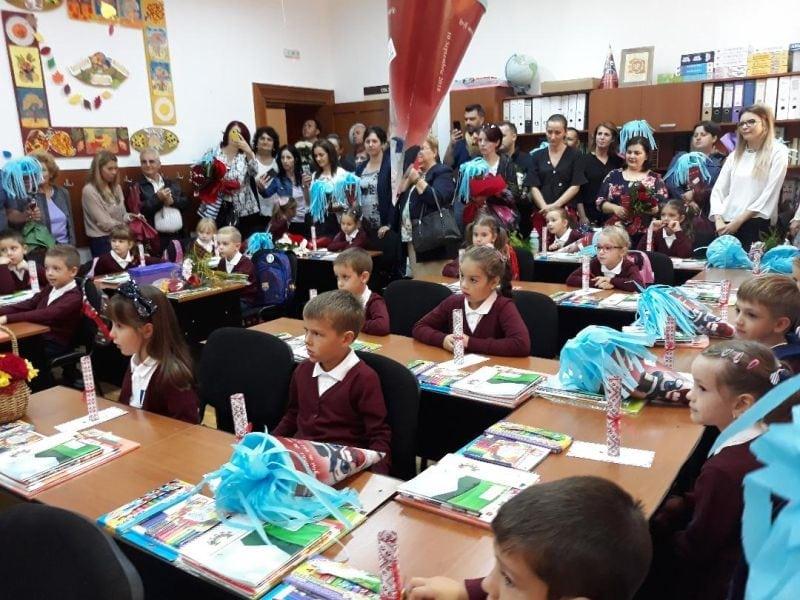 FOTO:  Cu șoricelul în clasă, încă din prima zi de școală!