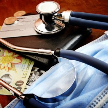 ÎNGRIJORĂTOR: Un  bistrițean plătește contribuții la sănătate pentru trei asigurați