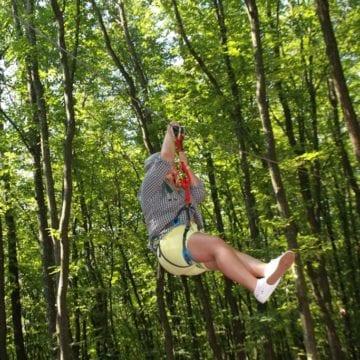 Vreți să vă aventurați prin copaci?? Doar în weekend!