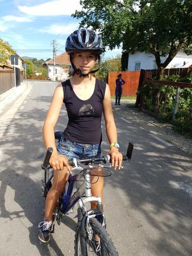 Bucurie pe două roți! La cine au ajuns bicicletele oferite în dar de proprietarii unei cabane de la Colibița