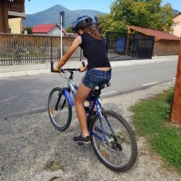 Stâlpi pentru disciplinarea șoferilor? Cum vrea Primăria Bistrița să protejeze viitoarele piste de bicictele