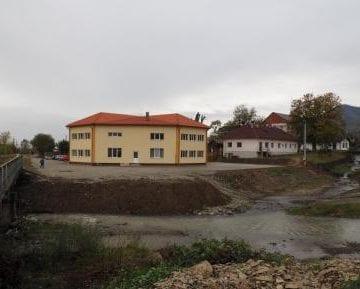 Supărare mare la Prundu Bârgăului: Părinții nu mai au voie în grădiniță