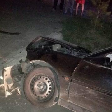 FOTO – Accident rutier în Livezile, produs de un șofer băut! Acesta a intrat cu mașina într-un cap de pod