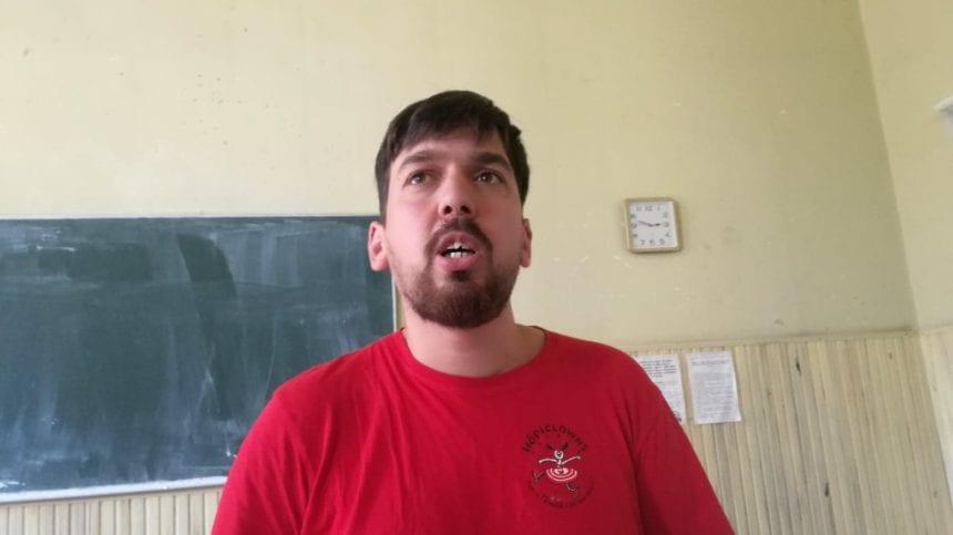 """Călătoriile unui """"perdevară"""": A stat la un boss de la giganții de la Ryanair și a petrecut o noapte alături de cerșetorii români din Roma"""