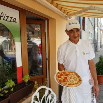 "RE-PIZZA: Povestea unui ""italiano vero"", care face rapid o pizza regească, exact ca-n Italia…"