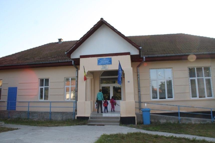 Școlile și-au deschis porțile! Aproape 100, fără a avea avize de la pompieri sau de la Direcția de sănătate