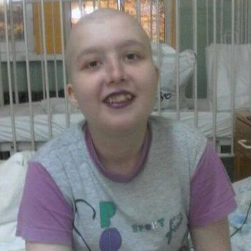 Bolnavă de leucemie, Andreea își dorește o perucă