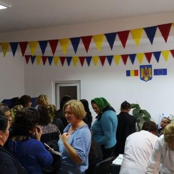 Curaj: Sute de femei, dar și bărbați din Căianu Mic, la Primărie, la control medical