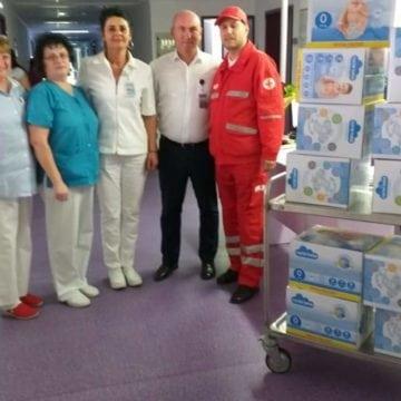 FOTO: Secția de Neonatologie a Spitalului, cadorisită cu scutece