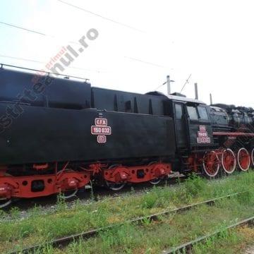 Se amplasează Locomotiva pe aburi pentru a fi admirată de bistrițeni