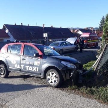 FOTO Prundu Bârgăului: Un șofer polonez a făcut praf partea din față a unui taximetru