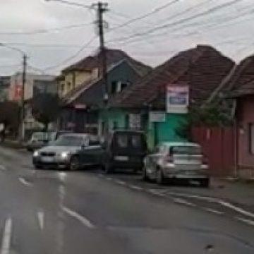 L-au găsit pe șoferul BMW-ului ce a lovit două mașini și un stâlp! Polițiștii mulțumesc pentru ajutor!