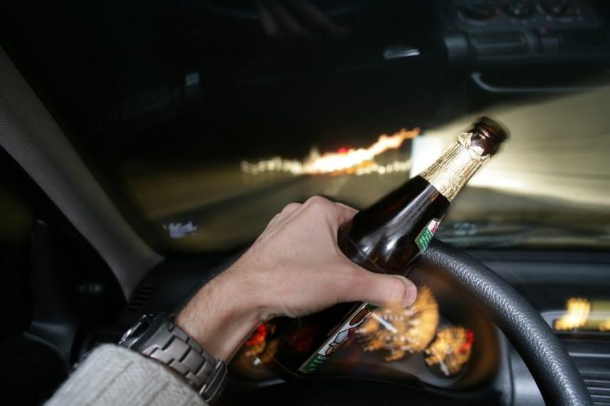 Beți, conducând pe drumuri intens circulate! Ba produc și accidente și se sustrag de la analize:
