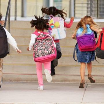Elevii se înghesuie la școlile de prestigiu! Clădirile unui colegiu se transformă pentru a face față numărului mare de școlari