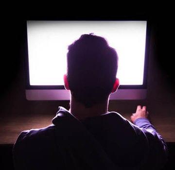 Bistrițean căutat internațional, reținut ieri pentru exploatare sexuală a copiiilor și pornografie infantilă