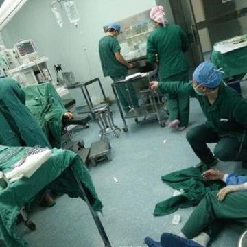 INUMAN: Epuizați și suprasolicitați, zeci de medici au murit în timp ce-și salvau pacienții. Printre ei, și bistrițeni