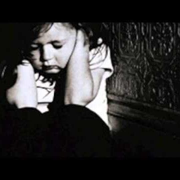 ȘOCANT! Un bistrițean și-a drogat și violat băiețelul în vârstă de 6 ani. Celălalt copil de 7 ani a asistat la scene