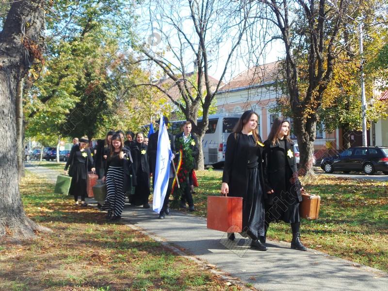 VIDEO: În amintirea celor aproape 7000 de copii, femei și bărbați evrei din Bistrița-Năsăud, torturați și trimiși în lagărele morții…