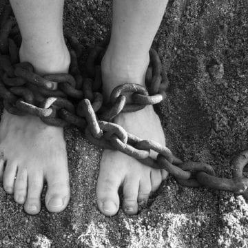 Sclavie, azi?? DA! Un bistrițean, condamnat la închisoare pentru sclavie