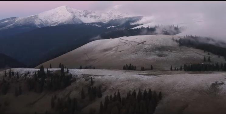 VIDEO Spectaculos! Toamna în Munții Rodnei, surprinsă de la înălțime, într-un filmuleț promovat de National Geographic