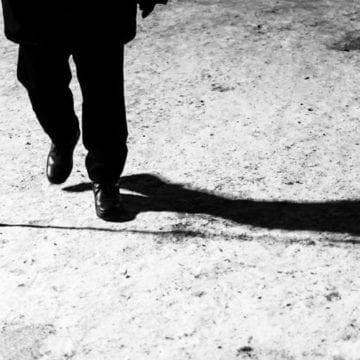 Un puști din Mureș a snopit în bătaie un bunic din Șieu-Măgheruș