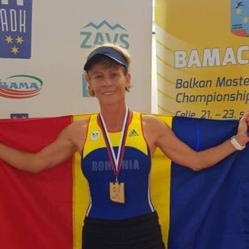 Performanța incredibilă a soției primarului din Maieru! La 53 de ani a devenit dublă campioană balcanică și a doborât 3 recorduri naționale
