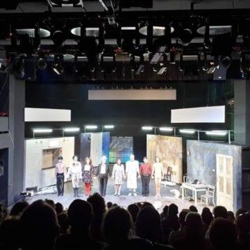 VIDEO: Bătaie pe bilete, pe locuri, pe scaune, pe tot, la spectacolele regizorului Radu Afrim…!