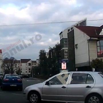 VIDEO: Bătaie în sensul giratoriu de la Coroana