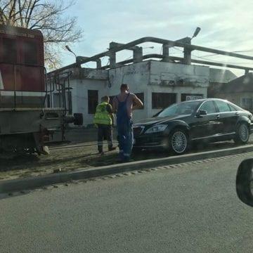 FOTO – Tupeu de șofer cu merțan: Să parcheze pe șine!