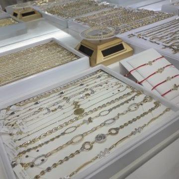 Zăpada proaspăt căzută se asortează cel mai bine cu bijuteriile de la Atlantis Gold!