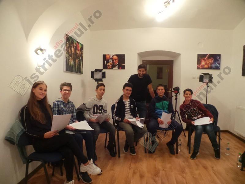 FOTO: Studioul de Film și Actorie din Bistrița și-a deschis porțile! Copiii străbat zeci de kilometri, ca să-și îndeplinească visul
