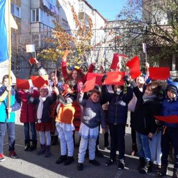 Centenar: Lanțul viu făcut de copii – o pavăză simbolică a hotarelor patriei!