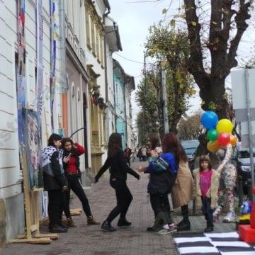 FOTO. Splendid: Cuceritoare opere de artă – în stradă!
