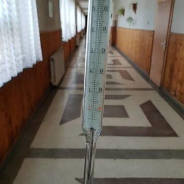 Căldură cu porția în școlile din Bistriţa, ca în comunism …?!?