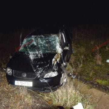 FOTO – Și-a făcut mașina praf pe Dealul Sigmirului, în timp ce mergea în străinătate