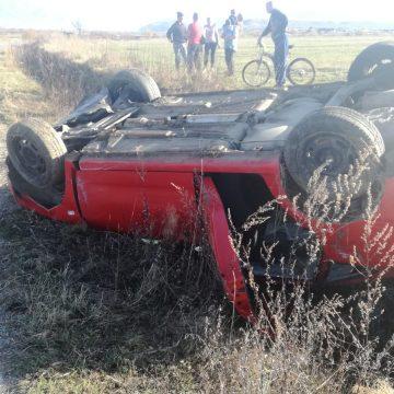 FOTO – Aventuri periculoase în Dorolea: trei tinere s-au răsturnat cu mașina