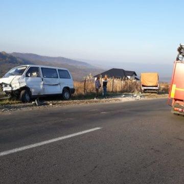 FOTO – Dumitra: S-a răsturnat și a provocat alte două accidente rutiere