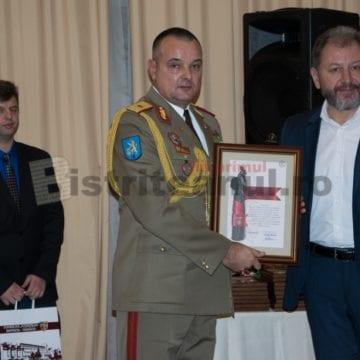"""Un general din Bistrița, decorat de NATO """"dirijează"""" cea mai așteptată paradă militară din orașul unirii"""