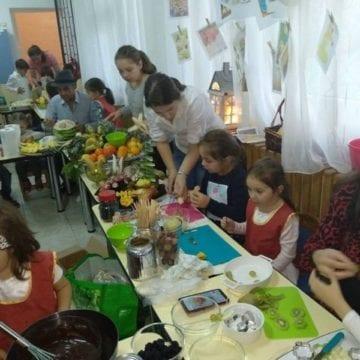 FOTO:  Gândaci comestibili la o grădiniță din Bistrița?!